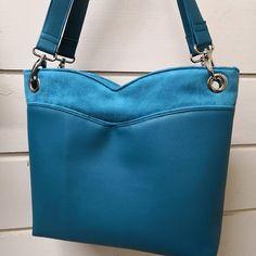 Joli mélange de matières dans une même couleur pour ce sac commandé pour Noël. (modèle Annie de Sacôtin) #sacamain #sacpersonnalisé