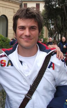 Daniele Dessena è un calciatore italiano, centrocampista del Cagliari, di cui è capitano.