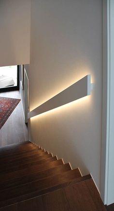 Beleuchtung im Handlauf Lighting in the handrail idea di Tendenza Artisti Stairway Lighting, Home Lighting, Lighting Design, Basement Lighting, Strip Lighting, Staircase Lighting Ideas, Hidden Lighting, Accent Lighting, Wall Lighting