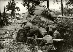 A very tense combat photo of German paras in Normandy