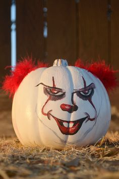 List of Halloween movies to watch this October. Here is a long list of movies to watch on Netflix. Some halloween movies to watch this season. movies to watch Scary Pumpkin Carving, Creepy Pumpkin, Pumpkin Art, Pumpkin Crafts, Pumpkin Carvings, Pumpkin Ideas, Carving Pumpkins, Easy Halloween, Halloween Pumpkins