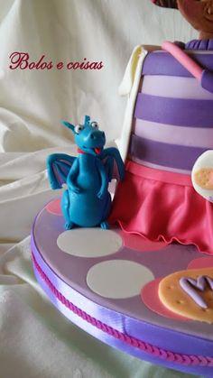 Bolos e coisas - Bolos decorados (Cake Design): Dra Matilde (brinquedos)  :)