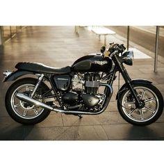 Triumph Bonneville SE 2009 by Jason Lau. #triumph #motorcycle #caferacer #motorsports #megadeluxe  #tw