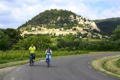 #Cycling around Séguret  ©Alain Hocquel-ADTVaucluse #Vaucluse #Provence #vélo #CôtesduRhône