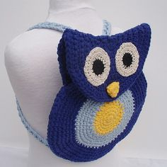 You search a convenient way to carry little things when your kid goes to nursery… here is a pretty owl-shaped backpack that you can easily crochet for her or him!