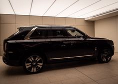 Closer look: Rolls-Royce Cullinan and the unlikely intersection of rugged and luxury Classic Cars British, Old Classic Cars, Mercedes Benz Company, Cheap Porsche, Rolls Royce Black, Royce Car, Rolls Royce Cullinan, Porsche Panamera Turbo, Porsche Models