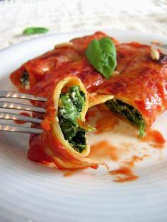Cannelloni corses aux épinards et brocciu    http://tomatesansgraines.blogspot.fr/2013/10/canneloni-aux-epinards-et-brocciu.html
