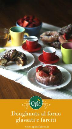 Doughnuts al forno glassati e farciti con fragole e crema al limone o cioccolato e crema al cacao #donuts