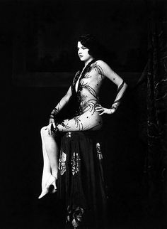 Ziegfeld girl, Jean Ackerman, by Alfred Cheney Johnston, ca. 1928.