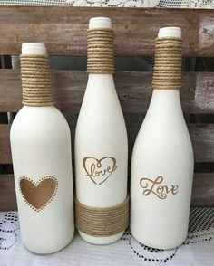 Best DIY Ideas and Designs of Wine Bottle Craft - Live Enhanced bottle crafts diy Wine Bottle Craft Ideas Glass Bottle Crafts, Wine Bottle Art, Painted Wine Bottles, Diy Bottle, Wine Bottles Decor, Wine Bottle Decorations, Diy Projects With Glass Bottles, Crafts With Bottles, Crafts With Wine Bottles