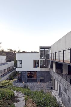 Casa U is located in the suburbs of Mexico City in a very steep and hilly site. The pronounced slope generated a sitting that emphasizes the intimate relationship between the spaces of the house with the site´s topography. The parti questioned the ty