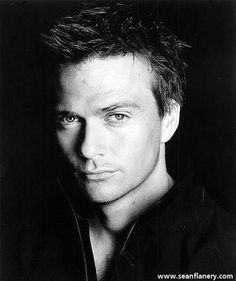 Sean Patrick Flanery.  You would remember him in the Boondock Saints
