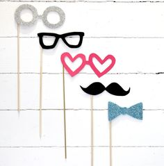 DIY - Make your own little party mask on sticks