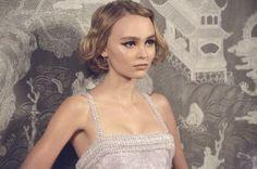 Lily-Rose Depp, égérie du parfum N°5 L'eau de Chanel - Actualité : Médias (#695536)