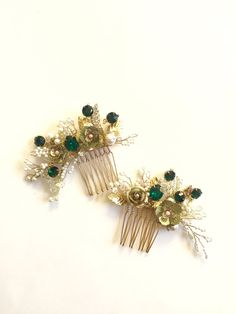 Hey, I found this really awesome Etsy listing at https://www.etsy.com/listing/239427673/emerald-hair-comb-golden-hair-combs