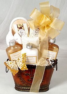 spa basket Welcome Out of Town Wedding Guests Gift Basket Ideas Bridesmaid Gift Baskets, Bridesmaid Gifts, Bridesmaids, Wedding Gifts For Guests, Unique Wedding Gifts, Guest Gifts, Spa Gifts, Spa Basket, Basket Ideas