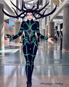 Hela from Thor Ragnarok cosplay by instagram.com/sylviaslays/ photo by instagram.com/cosplayer_gallery/ #helacosplay #ThorRagnarok #cosplayclass