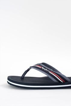 Ανδρικές παντόφλες της εταιρείας Pepe Jeans. Διαθέτουν αντιολισθητική σόλα για να προσφέρουν άνετο και σταθερό περπάτημα. Sandals, Shoes, Fashion, Moda, Shoes Sandals, Zapatos, Shoes Outlet, Fashion Styles, Shoe