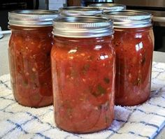 Canning Salsa - Chunky Tomato Salsa from Better Homes and Garden Canning Magazine ~ Canning Homemade! Canning Salsa, Canning Tips, Canning Tomatoes, Canning Recipes, Homemade Canned Salsa, Canned Salsa Recipes, Canned Foods, Homemade Food, Chunky Salsa