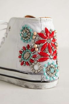 Sept embellished shoes cute and creative Crea Cuir, Diy Sac, Diy Vetement, Diy Mode, Do It Yourself Fashion, Embellished Shoes, Shoe Art, Diy Clothing, Beaded Embroidery