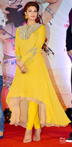 Jav I Jacqueline Fernandez. love the pop of yellow and high-low skirt! Designer Kurtis, Designer Dresses, Designer Anarkali, Pakistani Dresses, Indian Dresses, Indian Outfits, Mode Bollywood, Bollywood Fashion, Bollywood Hair