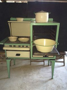 1000 images about vintage kitchen appliances on pinterest stove 1920s kitchen and frigidaire. Black Bedroom Furniture Sets. Home Design Ideas