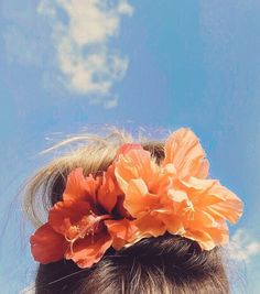 I found some hibiscus in Minnesota. So, of course, I had to put them in my hair. (Even though I just cut mine and my top knot is pretty wimpy.) Fun story: I recently found out our neighbor across t… Beach Aesthetic, Flower Aesthetic, Summer Aesthetic, Summer Vibes, Summer Fun, Minnesota, Story Instagram, Fun Buns, Photography Tips