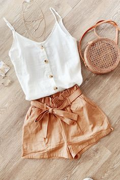 cute outfits for school ; cute outfits with leggings ; cute outfits for women ; cute outfits for school for highschool ; cute outfits for spring ; cute outfits for winter Summer Shorts Outfits, Tank Top Outfits, Trendy Summer Outfits, Summer Fashion Outfits, Cute Casual Outfits, Fashion Tips, Cute Summer Clothes, Casual Dresses, Cute Beach Outfits
