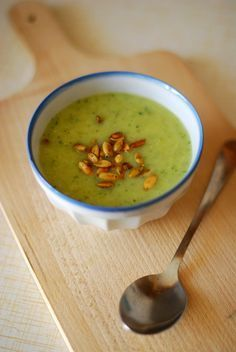 Leek Soup, Special Recipes, Soup And Salad, Cheeseburger Chowder, Stew, Zucchini, Good Food, Food And Drink, Healthy Eating