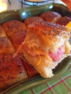Hot Ham & Cheese Sliders - These are seriously the BEST little sandwiches! I have made them several time and would love to make them again for the party. They are delicious and great little finger food items. Ham Cheese Sliders, Ham And Cheese, Cheese Buns, Provolone Cheese, I Love Food, Good Food, Yummy Food, Tasty, Croque Mr