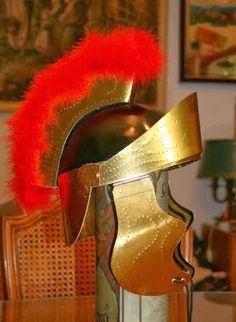 Como hacer un casco de Gladiador romano con cartón        descargar los moldes e instrucciones para hacer un casco de gladiador. El casc...
