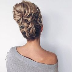 Sick of the same old graduated layers? Here, the modern hairstyles for long hair that [& The post Sick of the same old graduated layers? Here, the modern hairstyles for long hair& appeared first on Trending Hair styles. Modern Hairstyles, Pretty Hairstyles, Wedding Hairstyles, Holiday Hairstyles, Wedding Updo, Hairstyle Ideas, Updo Hairstyle, Homecoming Hairstyles, Prom Updo