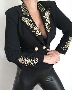 Kpop Fashion Outfits, Tomboy Fashion, Winter Fashion Outfits, Women's Fashion, Blazer And Shorts, Blazer Outfits, Blazer Jacket, Showmanship Jacket, Sequin Blazer