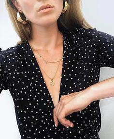 Oui au télescopage créoles dorées/imprimé étoile ! (photo Holly Titheridge)