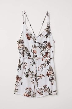 Jumpsuit in woven crinkled viscose fabric. Shallow V-neck narrow shoulder straps crossed at back and seam at waist with removable tie belt. White Jumpsuit, Viscose Fabric, Fashion Over 50, Belt Tying, Crinkles, What To Wear, Floral Tops, Rompers, Womens Fashion