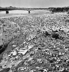 Plaża nad Wisłą, lata 50./60.   (fot. Edmund Kupiecki)
