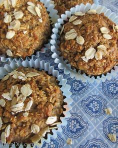 Eat Healthy BrenDid Healthy Oatmeal Muffins (No Flour No Sugar No Oil) - This gluten-free healthy muffins recipe uses no flour, no sugar, and no oil but still produces moist, delicious muffins. Customize to make your favorite muffin flavors. Pumpkin Muffin Recipes, Healthy Muffin Recipes, Healthy Muffins, Healthy Baking, Healthy Treats, Breakfast Recipes, Zucchini Muffins, Healthy Deserts, Zucchini Bread