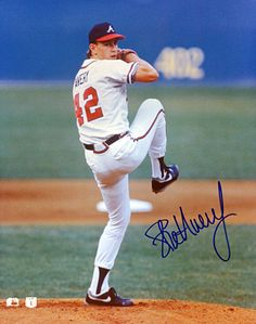 Atlanta Braves Legend Steve Avery Autographed Hand Signed Photo - comes with certificate of authenticity. The 1991 season was a magical year for both Avery and the Braves. The team went from worst to