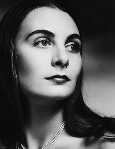 Russian ballet dancer, model and mother of Angelica Huston Ricki Soma, New York City, 1946.
