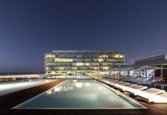 Moderno y Vanguardista #parador de Cádiz #piscina #summerwedding