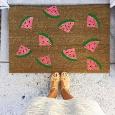 DIY mat, perfect for mat to stand on while washing dishes.... Just to match the kitchen decor ;)