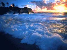 OCEAN ......... Relaxation Music ...... [Nearly one hour] - YouTube Ocean Gif, Sea And Ocean, Ocean Waves, Ocean Sunset, Gif Animé, Animated Gif, Animation, Le Cri, Ocean Wallpaper