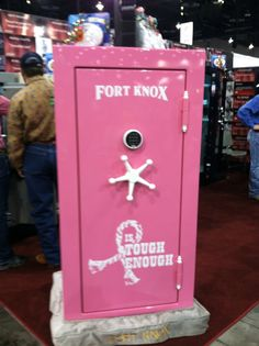 Pink Gun Safe. I think I must show my daddy :)