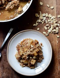 This incredible Amaretto Apple Crisp with Toasted Almonds is the ideal winter dessert recipe to treat your family to! Quaker® Quick Tip: Serve with a scoop of vanilla ice cream for a perfect pairing of flavors! Brownie Desserts, Oreo Dessert, Mini Desserts, Coconut Dessert, Eat Dessert First, Just Desserts, Delicious Desserts, Yummy Food, Apple Desserts