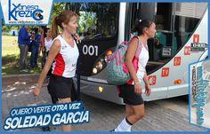 Verónica y Valeria Garcia, las hermanas de Sole, llegando al polideportivo Ave Fénix