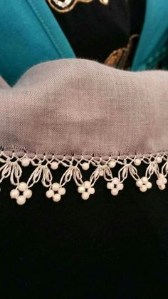 This post was discovered by Zeynep zeynep. Discover (and save!) your own Posts on Unirazi. Filet Crochet, Crochet Borders, Crochet Lace, Crochet Stitches, Needle Lace, Bobbin Lace, Sewing Studio, Clothes Crafts, Lace Making