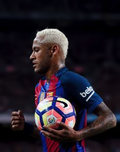 Neymar takes the ball during the Spanish league football match FC Barcelona vs Atletico de Madrid at the Camp Nou stadium on September 21, 2016.
