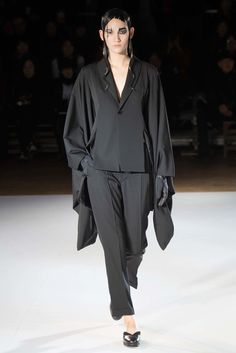 Yohji Yamamoto Fall 2015 Ready-to-Wear Fashion Show - Shelby Furber (PREMIUM)