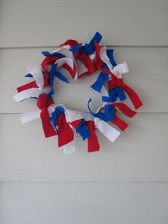 of July wreath craft - great kids craft and wonderful fine motor work as well. Patriotic Crafts, July Crafts, Summer Crafts, Crafts To Do, Holiday Crafts, Crafts For Kids, Arts And Crafts, 4th Of July Party, Fourth Of July
