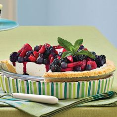 I'm definitely going to try this Icebox Cheesecake Recipe when it's too hot in the summer to run the oven. #nobake #cheesecake